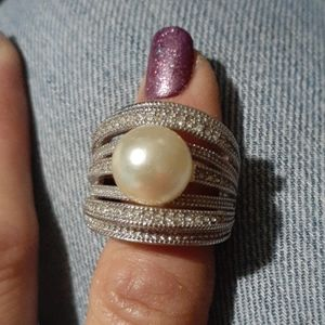 Beautiful pearl costume ring